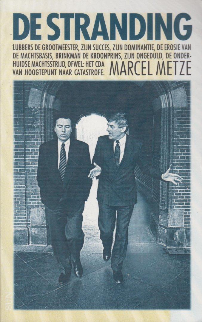 Metze, Marcel - De Stranding . Lubbers de grootmeester, zijn succes, zijn dominantie, de erosie van de machtsbasis, Brinkman de kroonprins, zijn ongeduld, de onderhuidse machtsstrijd, ofwel: het CDA van hoogtepunt naar catastrofe.