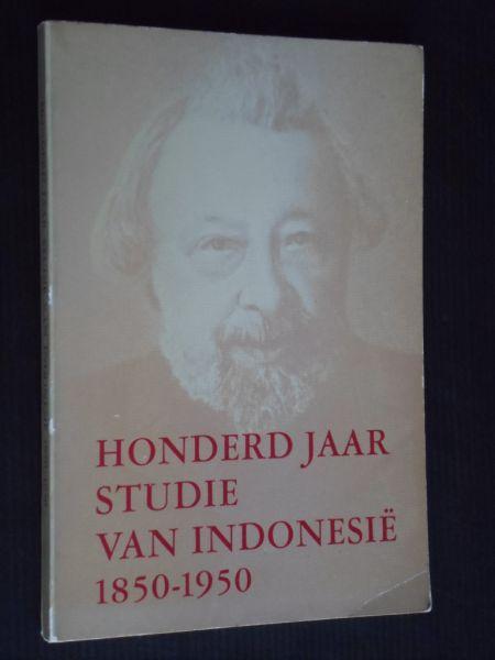 Maier, H.J.M. & A.Teeuw samenstelling - Honderd jaar studie van Indonesie 1850-1950, levensbeschrijvingen van twaalf Nederlandse onderzoekers