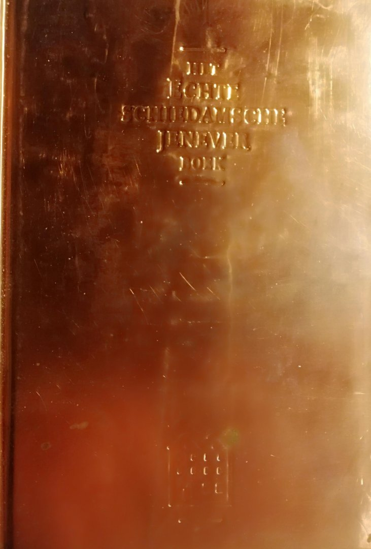 Sloot , Hans van der Sloot . [ ISBN 9789090015705 ] 1219 - Echte Schiedamsche Jeneverboek . ( Anekdotes uit vervlogen tijden over de producenten, productie, consumptie, handel en export van jenever . )