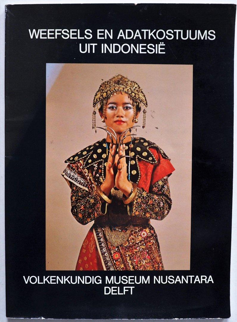 Wassing Visser Rita, ill. Groot J,  Wassing Visser Rita, e.a - Weefsels en Adatkostuums uit Indonesie
