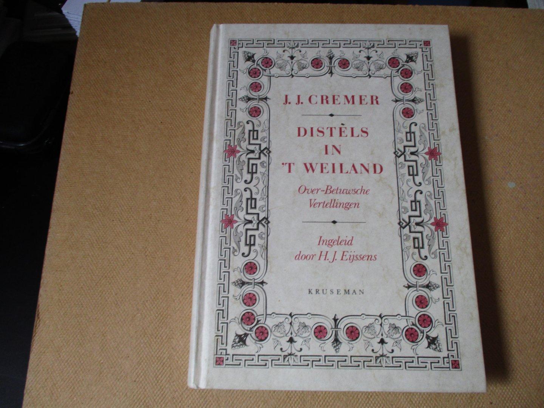 Cremer. J.J. - herdruk ingeleid door H.J. Eijssens - Distels in `t weiland / Over-Betuwsche Vertellingen