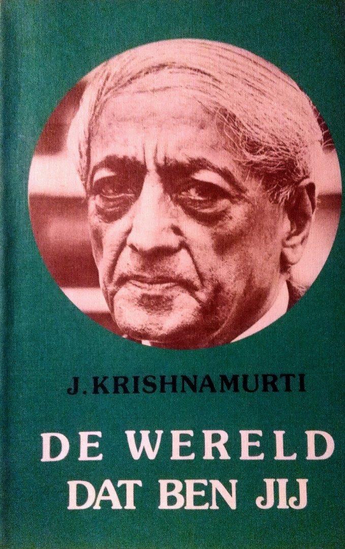 Krishnamurti , Jiddu . [ isbn 9789062715107 ] - De  Wereld  dat  Ben  Jij . ( Meer dan zestig jaar lang heeft Krishnamurti gesproken tot en met de mensen in alle werelddelen. Hij vertegenwoordigt geen enkele ´school´, geen enkele richting. Hij houdt zich alleen bij de feiten en bekommert zich -