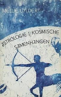 Uyldert , Mellie .  [ isbn 9789060301210 ] - Astrologie I : ( Kosmische samenhangen . ) Bijgevoegd een krantenknipsel .