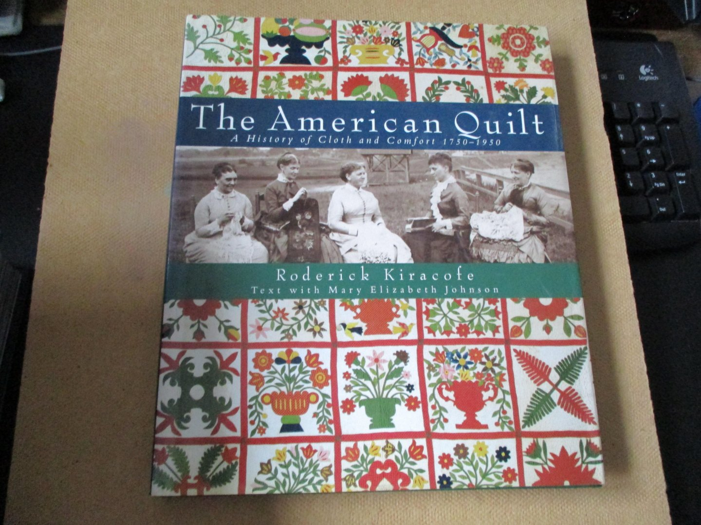 Kiracofe. Roderick - Text with Mary Elizabeth Johnson - The American Quilt /A History of Cloth and Comfort 1750-1950 - illustrated with more than 250 stunning examples
