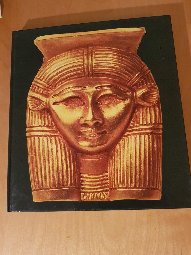 Dietrich Wildung - De vrouw in het rijk van de Farao's
