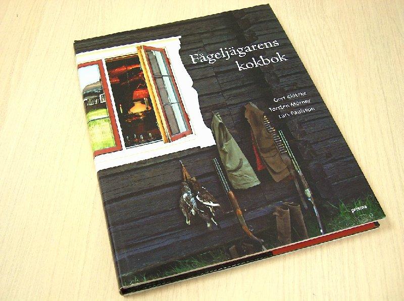 Gert Klötzke, Torsten Mörner - Fågeljägarens kokbok - Fågeljakten är inte bara en speciell begivenhet som landets 300 000 jägare ser fram emot. Fågel på matbordet är dessutom något exklusivt som får det att vattnas i munnen på de flesta