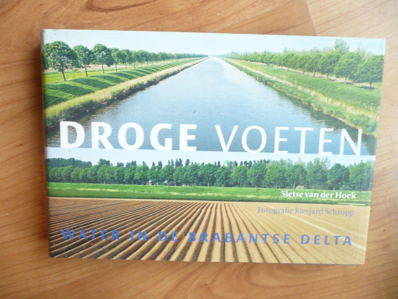 Hoek, S. van der - Droge voeten / water in de Brabantse Delta