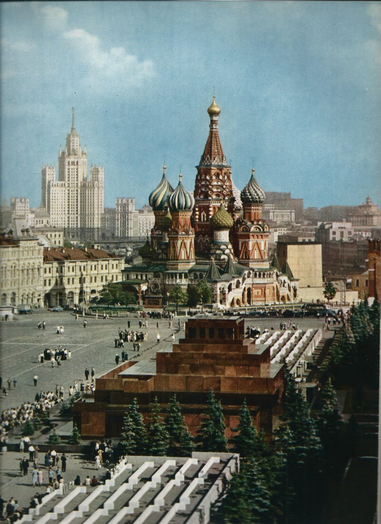 Neubert, Karel & A. R. Mills - PORTRAIT OF MOSCOW. 88 pictures in colour