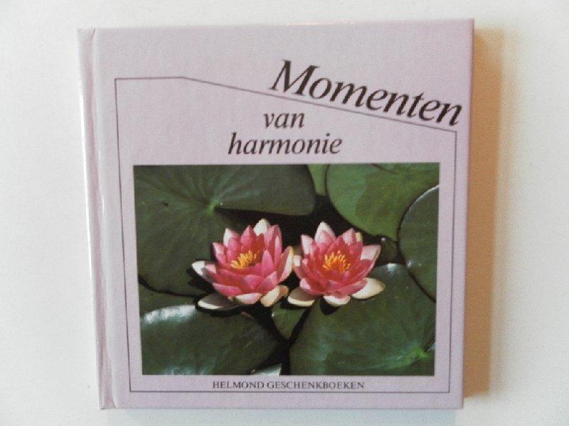 - Momenten van harmonie. Helmond geschenkboeken