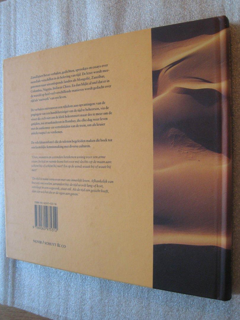 Clewing, Berthold, e.a. - Zandlopers / Verhalen en gedichten over tijdsbeleving uit alle windstreken