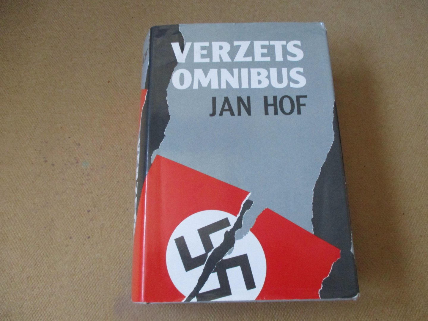Hof. Jan - VERZETSOMNIBUS / 3 boeken in 1 band t.w. Frits de Zwerver, Luizen in de pels van Hitler en Niet schieten... we are Dutch