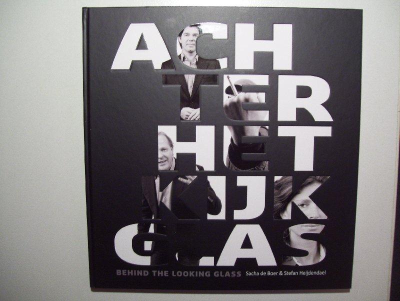 Boer, Sacha de / Heijendaal, Stefan - Achter het kijkglas / Behind the looking glass - lijvig fotoboek over het Mediapark