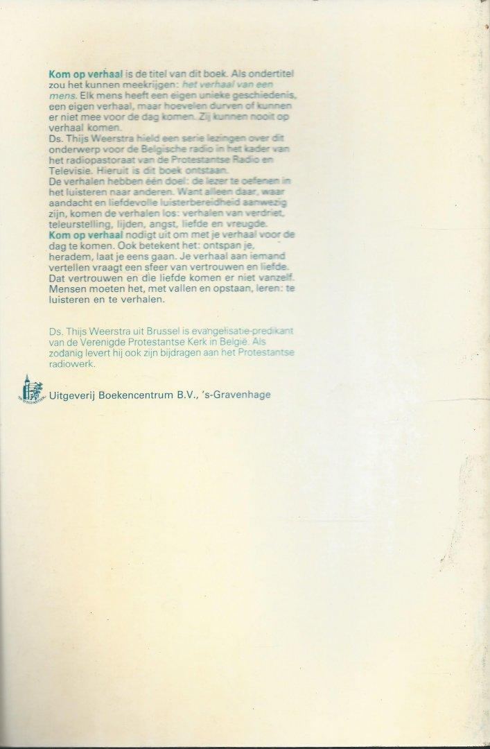 Weerstra, Ds. Thijs - KOM OP VERHAAL. Elk mens heeft een eigen unieke geschiedenis, een eigen verhaal, maar hoevelen durven of kunnen er niet mee voor de dag komen. Zij kunnen nooit op verhaal komen