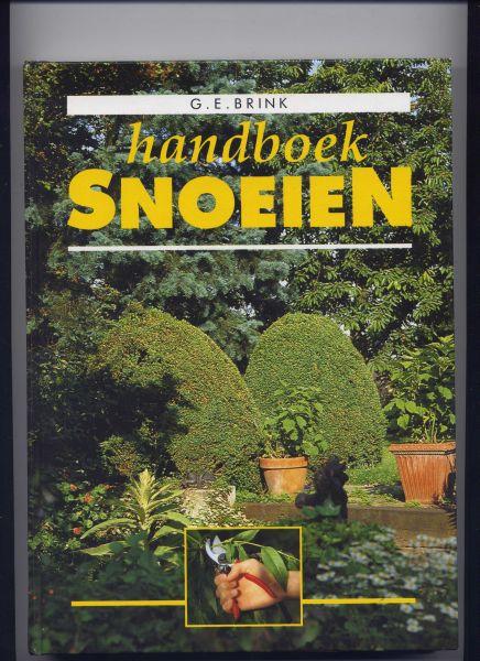 BRINK, G.E. & G. HÜSSTEGE (tekeningen) - Handboek Snoeien (Inh.: Beginselen v/d snoei; Heesters, vruchtbomen, -struiken en vormbomen, Rhododendrons, azalea`s ea Ericaeae; Bomen, coniferen, bodembedekkende houtige gewassen e.v.a.)