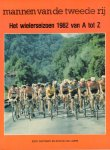 Soetaert, Eddy en Stefan van Laere - Mannen van de Tweede Rij (Wielerseizoen 1982 van A tot Z), 110 pag. softcover, zeer goede staat