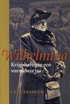 CEES FASSEUR - Wilhelmina - Krijgshaftig in een vormeloze jas