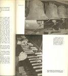 Voorbergh Cruys Rijk geillustreerd  met Tekeningen van Mies Blomsma en foto's - Erfenis van eeuwen met heel veel klederdracht