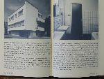 Brunt, Emma & Jan Donkers ( Interviews door ) - Achter de gevel. Anekdotische verhalen over woonhuismonumenten. Ter gelegenheid van de vijftiende verjaardag van de Open Monumentendag in september 2001