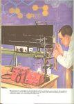 Basford Leslie ... Philip Kogan heel veel foto's en illustraties - Wereld der weten schap ..  Mens en Industrie grondslagen der Industrie der industriële en chemische technologie...zoals voedsel-onderzoek, conserveren, het bevriezen van voedsel, het bakken van brood, het vervaardigen van papier, het druk proces