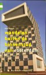 VOLKERS, KEES - WANDELEN BUITEN DE BINNENSTAD VAN ROTTERDAM / gergarandeerd onregelmatig