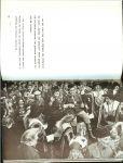 Vries. J. de Burgermeester van Oldenzaal [voorwoord] met oude kaart uit 1626 van oldenzaal - Oldenzaal stad van morgen  ... St Plechelmusbasiliek, St Anthonius kerk, Het Palthehuis, en een deftige apotheekers kamer, de oude textielstad op weg naar nieuwe toekomst, de zonnige parken en uit gestrekte bossen, mooiste zwembaden van Twente.