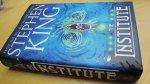 King, Stephen - Institute, the Stephen King (cjs) GLOEDNIEUW boek Hodder & Stoughton FIRST PRINT hardcover met omslag in perfecte staat! - zie foto