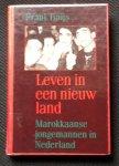 Udo J. Buys - Leven in een nieuw land    Morokkaanse jongemannen in Nederland
