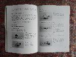 Drenth, Henk. - Het Fitnesscentrum in de Zaal. - Conditionele Vormen op Muziek. --- Boek geeft veelheid aan warming-ups op muziek en conditiecircuits met muziek. Mede door ca. 300 foto`s geeft dit boek uitstekend handvat om direct in praktijk aan de slag te gaa