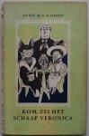 Schmidt Annie M G, ill. Bijmoer Wim - Kom zei het schaap Veronica Met krantenknipsel met twee tekeningen van het huiselijke tafereel van twee verschillende tekenaars