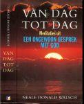 Walsch, Neale Donald .. Vertaald door Ruud van der Helm - Van dag tot dag. Meditaties uit een ongewoon gesprek met God