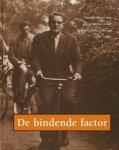 Braun. Ineke / Mevius, jan e.a. - De bindende factor. Herinneringen aan een gelukkige jeugd in Amsterdam-Centrum 1952-1967