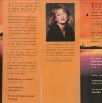 Hannah, Kristen   Vertaling door Ellen Segeren .. Omslagontwerp Julie Bergen - Het huis aan het water .. Een ontroerende roman over de unieke band tussen moeder en dochter.
