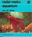 Weiss, Waltraud .. de Nederlandse bewerking H. C. Oskam  Dit rijk geillustreerde boek is bedoeld voor iedereen die van vissen houdt , - Aquarium  ..  tropische vissen in huis .. Zonder verzorging gaat het niet .. tips voor dagelijks , wekelijks , iedere veertien dagen ja zelfs maandelijks een heerlijk boek om in grasduinen