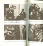 Waite, Terry met diversen zwart - wit foto's  Vertaald uit het Engels door WVK-Groep te Bladel - De bemiddelaar .. Autobiografie. Terry Waite - die wereldberoemd werd omdat hij bijna vier jaar eenzame opsluiting in een cel in Beiroet overleefde.