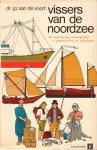 Voort , Dr.J.P. van de - Vissers van de Noordzee (Het Nederlands vissersbedrijf in geschiedenis en volksleven) , 140 pag. softcover , goede staat