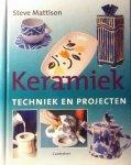 Mattison , Steve . [ ISBN 9789021328614 ] 4816 - Keramiek . ( Techniek en projecten . )  Dit gebruiksvriendelijke boek bevat doorgesneden pagina's die het boek in tweeën delen : Een praktijk deel met projecten en een theoretisch deel met technieken . Hierdoor hoeft u niet heen en weer te bladeren -