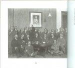 Petersen, J.W. van - In onschuldigen kout en ongedwongen gezelligheid.  met veel zwart wit foto's [balboekje] Arnhemse courant, 29 november 1828 Twee eeuwen societeitsleven, voornamelijk in Doesburg