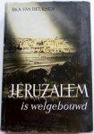 Deursen A van - Jeruzalem is welgebouwd Met krantenknipsels