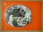Wereldkroniek. - Vorstenalbum 1937 1962 Wereldkroniek. Speciale W.K.-reportage in woord en beeld over onvergetelijke dagen.Vorstenhuis.