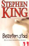King, Stephen - Bezeten Stad (cjs) Stephen King (NL-talig) 9024546095 in EERSTE DRUK ALS NIEUW en strak in de kaft!