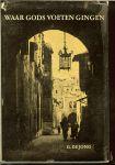 JONG G.DE S.J.  Met zwart wit foto's - Waar gods voeten gingen - gedachten in en over het Midden-Oosten.