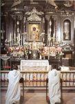 Schneider, Rolf .. Vertaling Nellie Tschanz  .. Arno Rattay  en Edwine Bollmann - 100 mooiste kathedralen van de wereld .. Een reis door 5 continenten .. In dit boek ziet u de mooiste kathedralen van Den Bosch tot Bogotá in schitterende kleurenfoto's.