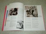 Meek, Jan ( red )  Waldmann  Anna ( translation ) - Yves Saint Laurent: Retrospective