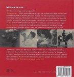Beneken , Deidre . genaamd Kolmer . & Loes den Hollander . & Annelies Bast . [ ISBN 9789031351671 ] 1119 - Momenten van...  ( Verhalen over vroeger . )  Momenten van… vertelt waargebeurde verhalen over vroeger. Ouderen vertellen over hun momenten van geluk, ontmoeting, afscheid, bezinning en verbondenheid. De verhalen zijn geïllustreerd met prachtige -
