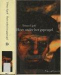 Egolf, Tristan  Vertaald door Irving Pardoen  Omslagontwerp Rene Abbuhl  Fotoachterzijde Jacques Sassier - Heer onder het Gepeupel    ..   Het slachten van het gemeste kalf en het weerbaar maken van de waakzamen in het achterland