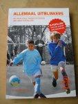 Siebelink, Jeroen  en KNVB   (voorwoord: Dennis Bergkamp) - Allemaal uitblinkers (het begeleiden, trainen en coachen van jonge voetballers:  D-pupillen spelen vanuit een basistaak)