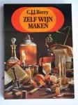 Berry, C.J.J. - Zelf  Wijn maken, praktische informatie voor beginnende en gevorderde wijnmakers, ruim 100 recepten