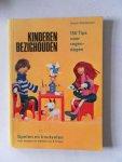 Kühnemann, Ursula - Kinderen bezig houden 150 tips voor regendagen spelen en knutselen voor jongens en meisjes van 8-12 jaar
