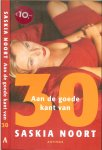 Noort, Saskia  Omslagontwerp Mariska  Cock  Foto omslag Marie Cecile Thijs - Aan de goede kant van 30