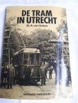 HULZEN, DR. A. VAN - De tram in Utrecht